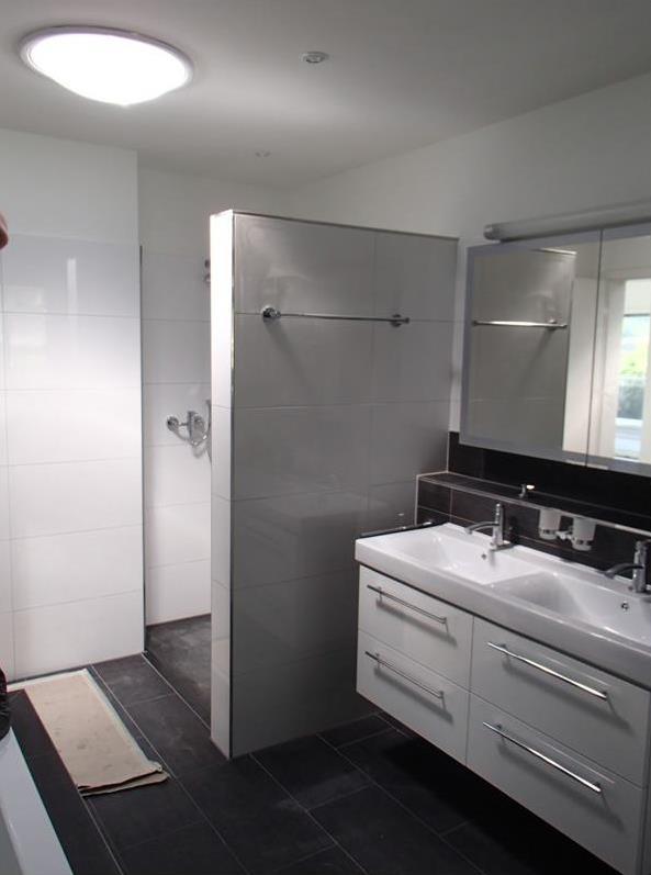 k che vor der heizung. Black Bedroom Furniture Sets. Home Design Ideas